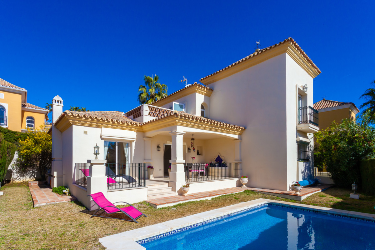 Beautiful 3 Bedroom 3 Bathroom Beachside villa situated in Bahia de Marbella, East Marbella within a, Spain