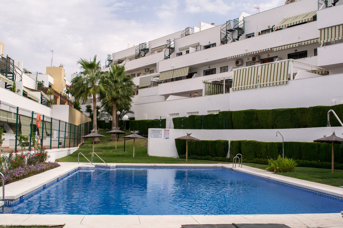 The apartment: -75m2 built (63m2 useful). -2 bedrooms, 1 bathroom and 1 toilet. -Terrace. -Southeast, Spain