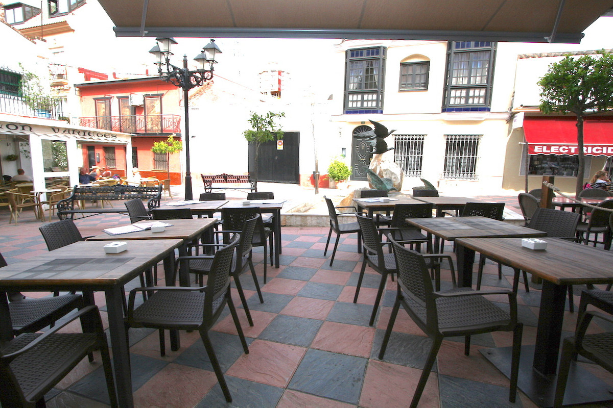 Well running business for sale. Leasehold. A superb Italian restaurant specialized in typical Sicili, Spain