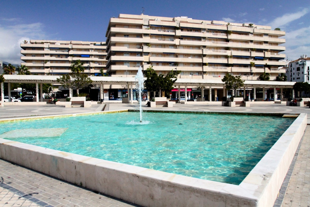 Puerto Banus Penthouse- with side SEA VIEWS!!!!  This PENTHOUSE is in the heart of PUERTO BANUS, sur,Spain