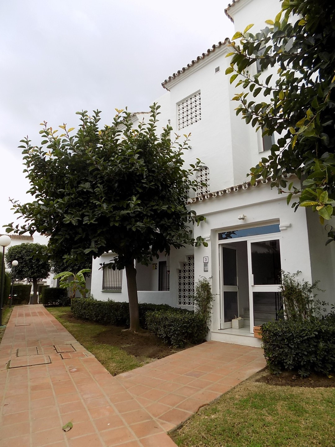 FANTASTIC BEACH SIDE HOLIDAY HOME  Very well priced 2 bedroom topfloor apartment in the well known, , Spain
