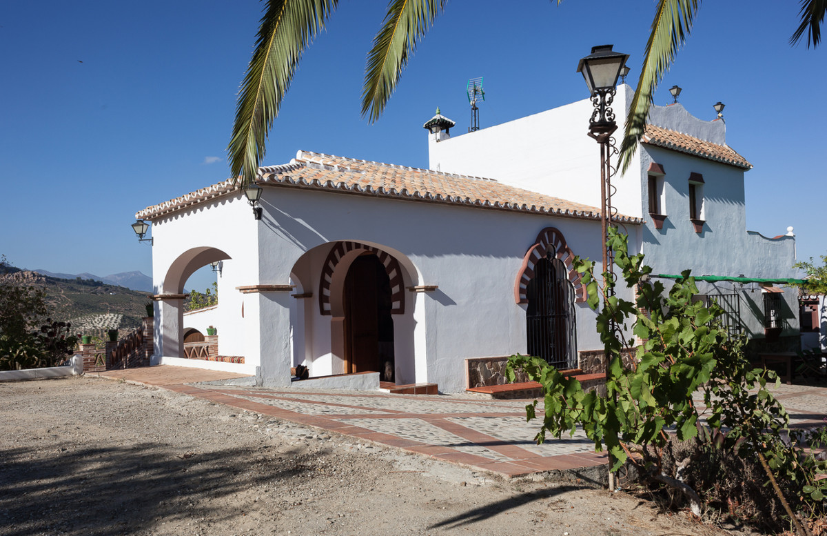 A real Andalucian dream come true! Downstairs of this well-kept countryhouse there are an entrance h, Spain