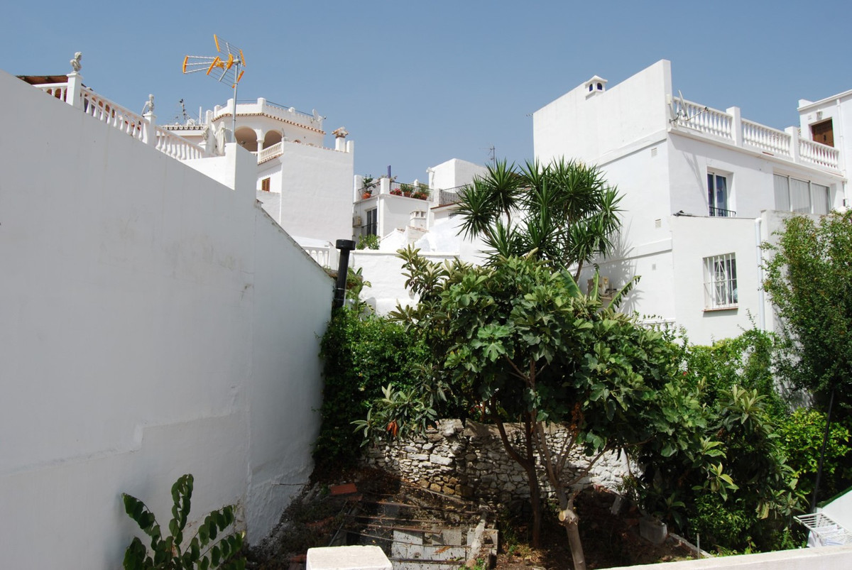 RESERVED  Spacious townhouse with garden and large roof terrace  This house is a rare opportunity in,Spain