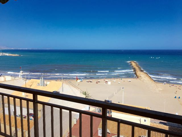 Top floor, 4 bedroom apartment with stunning views of the beach and the sea in El Campello.  Upon en, Spain