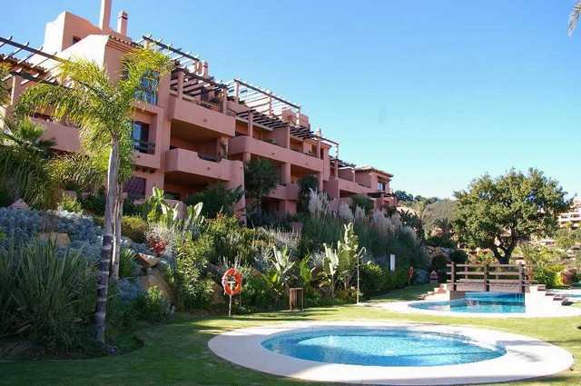 Apartment,  Elevated,  Fitted Kitchen,  Parking: Garage,  Pool: Communal Pool,  Garden: Private and , Spain