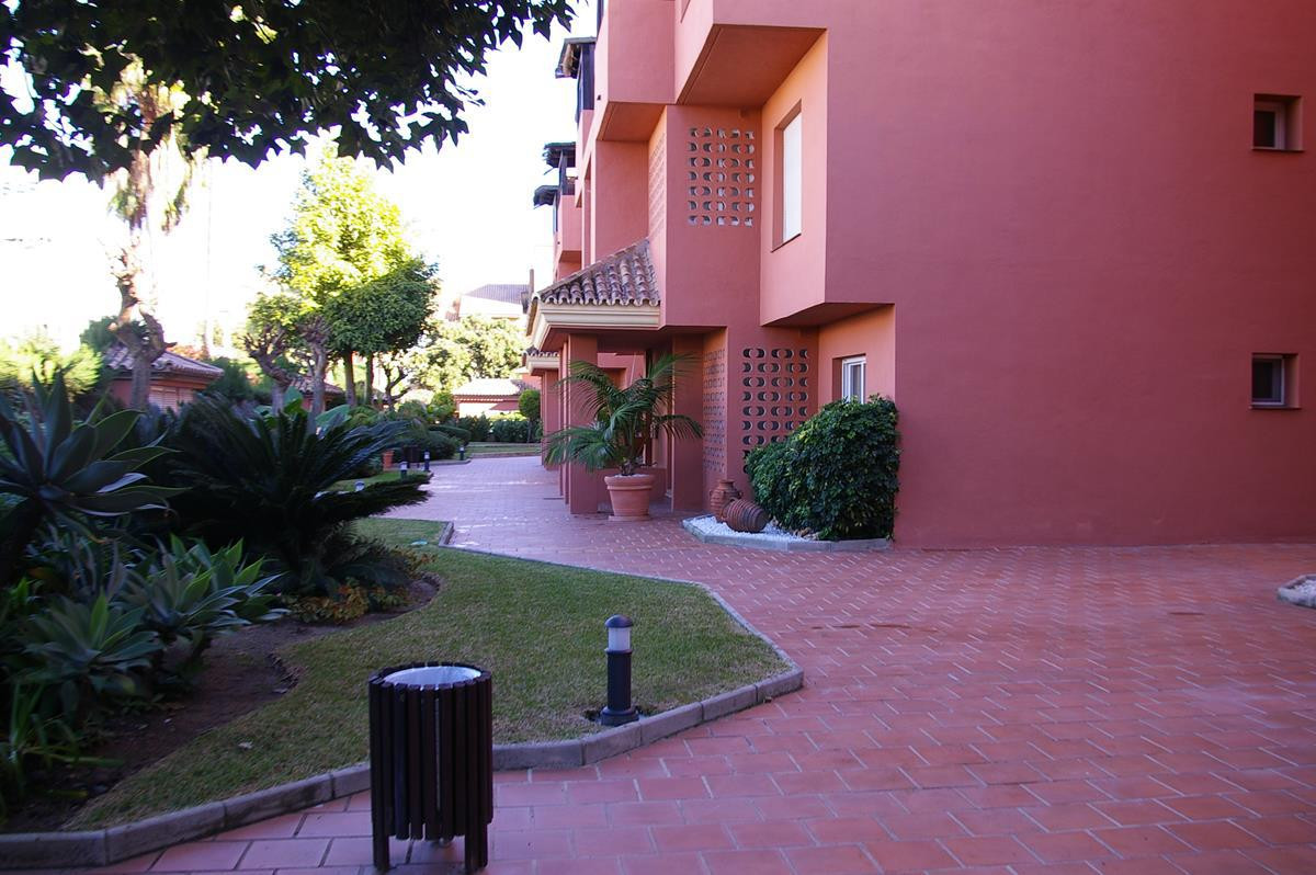 A delightful 2 bedroom ground floor apartment situated in El Embrujo. Close to the beach and Puerto , Spain
