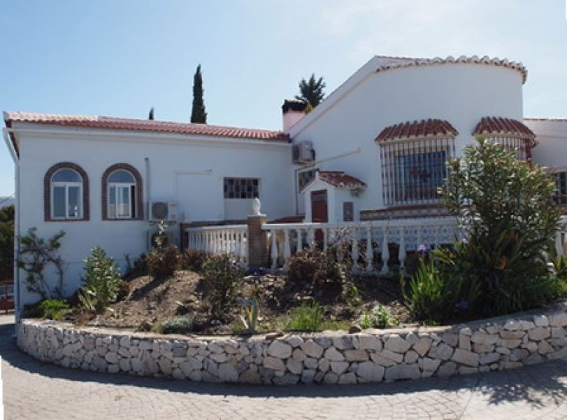 Villa rustica with panoramic views over the mountains of Competa and the Beach, refurbished, semifur,Spain