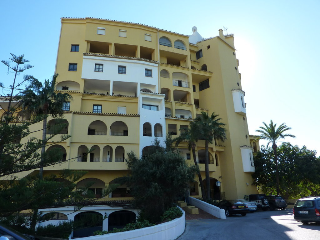 Nice one bedroom apartment in the Port of Cabopino with sea views. Very quiet and beautiful area of , Spain