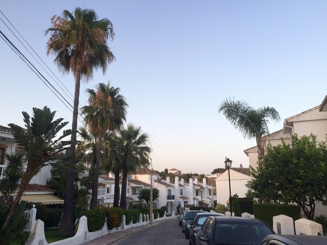 In a very beautiful urbanisation in typical andalucian style we have this lovely townhouse with terr, Spain