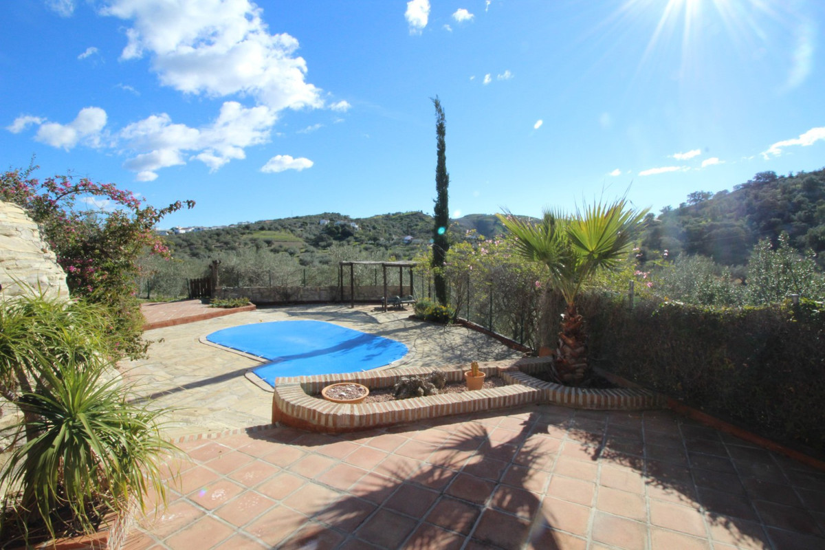 Panoramic views of the mountains from this spectacular Finca in Los Romanes. The House consists of a, Spain