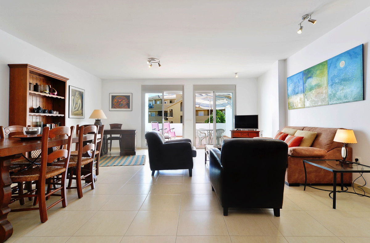 Large 1 bedroom apartment, next to golf Miraflores, in Riviera del Sol. Just 2 km from the beach, ne,Spain