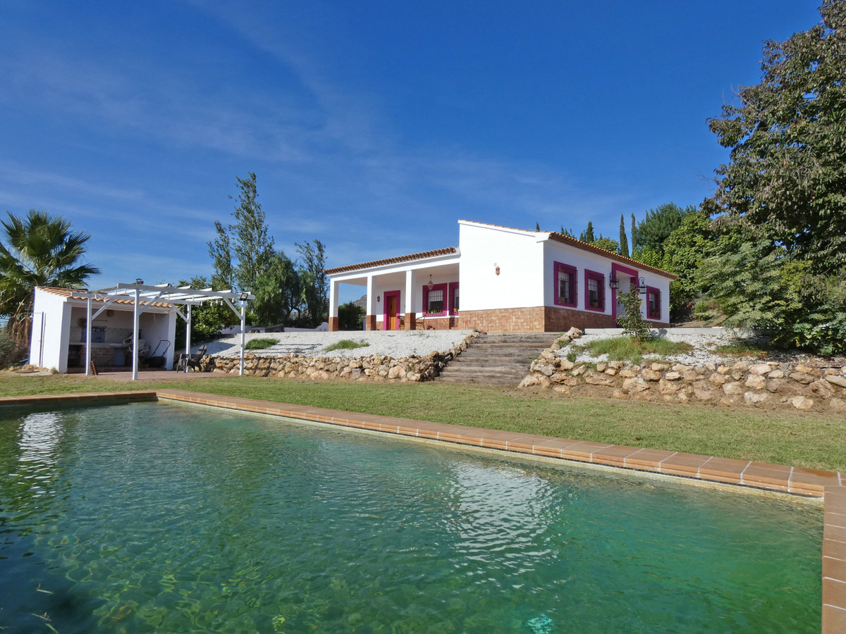 Incredible finca with panoramic views to the valley and towns of Guadalhorce Valley. This property i,Spain