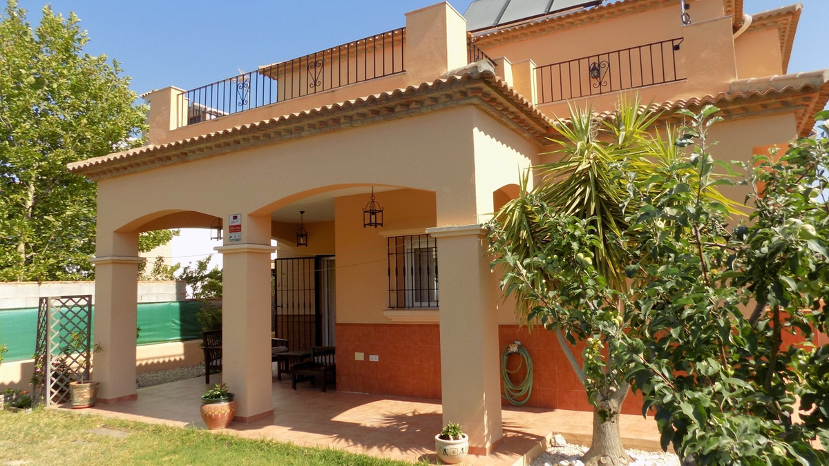 Detached Villa, Antequera, Costa del Sol. 3 Bedrooms, 2 Bathrooms, Built 220 m², Terrace 50 m², Gard, Spain