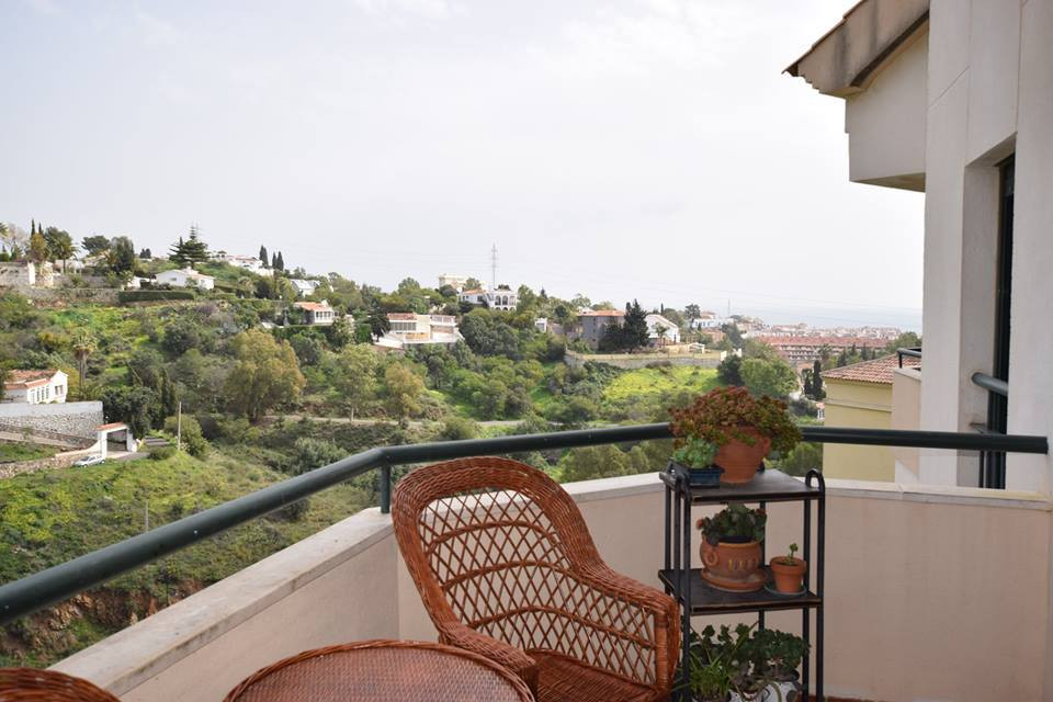 Community; 85€       IBI; 450€ rubbish included  Apartment located in the higher part of torreblanca,Spain