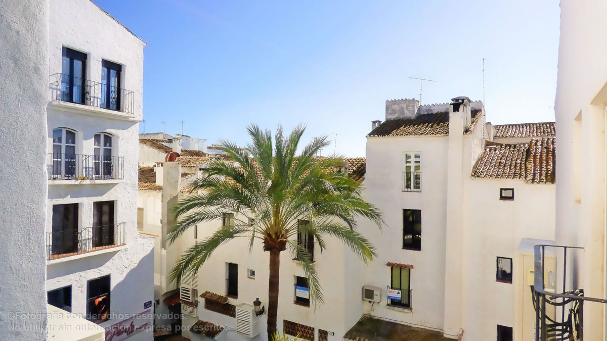 Impeccable apartment recently renovated to the highest qualities in Puerto Banus. The apartment is l, Spain