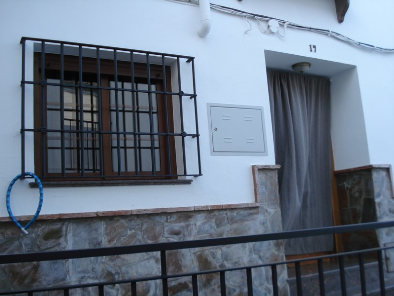 Beautiful townhouse located on a quiet street in Alora, Andalusië.  Through a quiet street, you can ,Spain