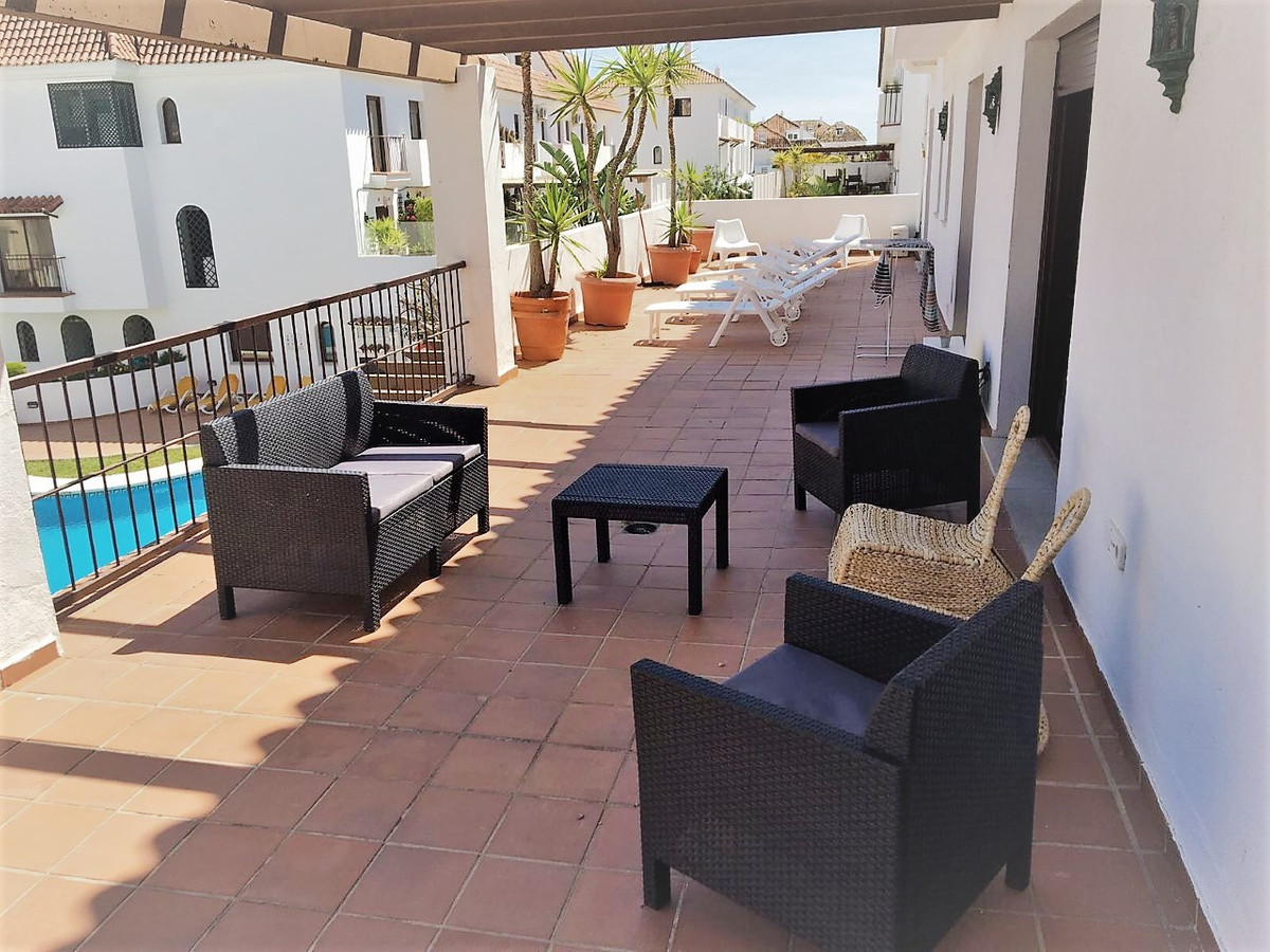 Fantastic apartment in the exclusive urbanization Coto Real, safely 24H, services of wardenship, gar, Spain