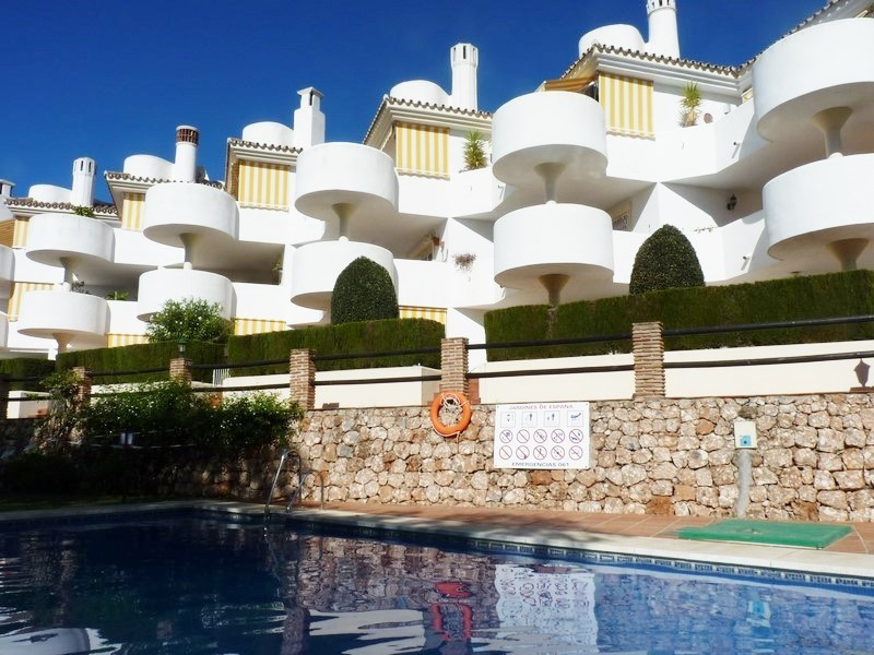 An immaculately presented penthouse located in an enviable location in lower Calahonda offering walk,Spain