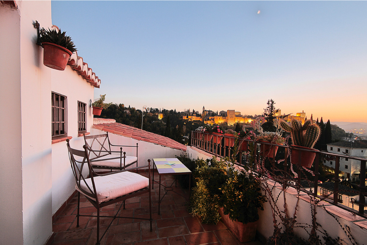 Rare opportunity to acquire a unique guesthouse in Granada's historic Arab quarter  This guesth, Spain