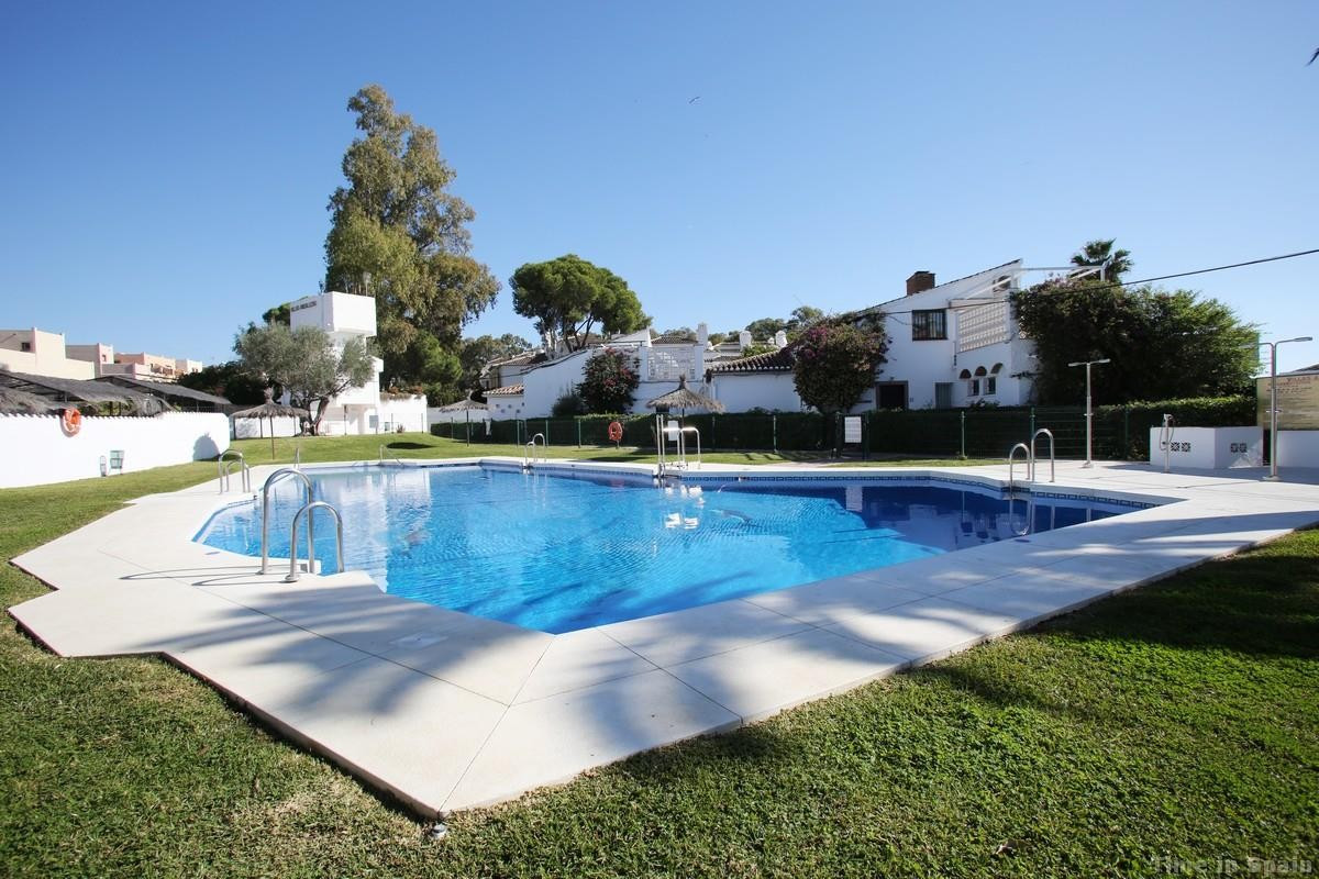 This villa is located in a very popular urbanisation in Estepona. Two double bedrooms downstairs, ki,Spain