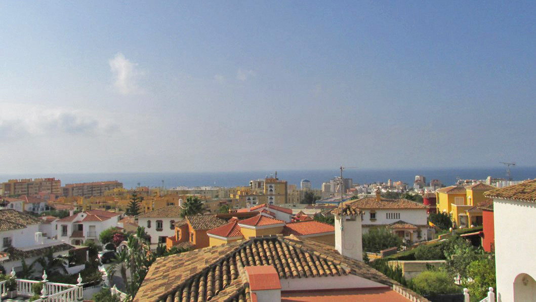 This spacious family home is located in a beautiful and very quiet residential neighbourhood of Marb, Spain