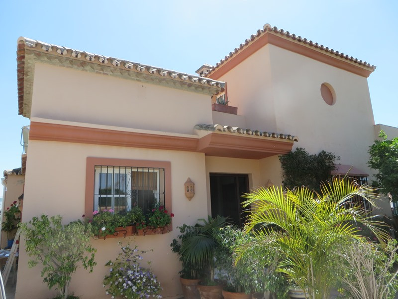 Lovely family villa in Marbella within walking distance to the town and beach. The garden is very ea,Spain