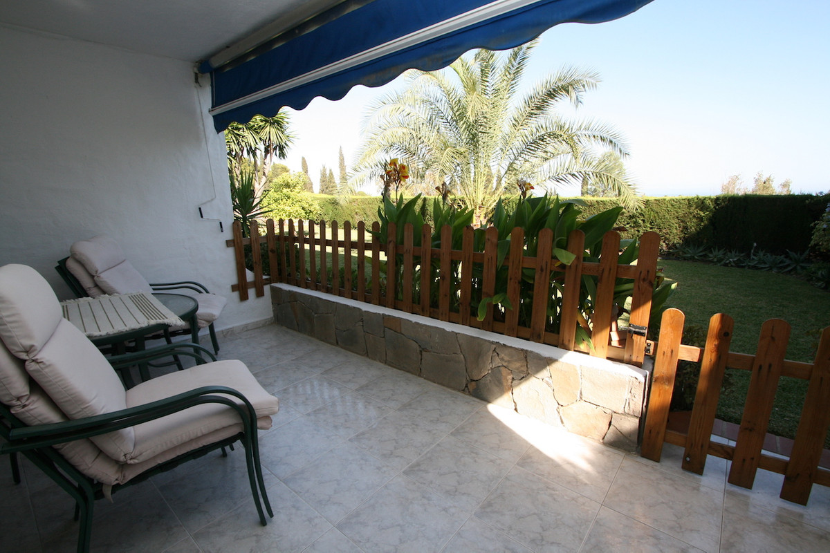 This charming garden apartment is located in a very quiet and well maintained urbanisation with good,Spain