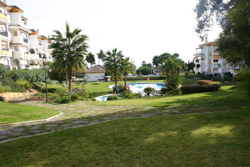 Charming apartment in a nice urbanisation close to shops and restaurants. 24 hour security, big pool, Spain