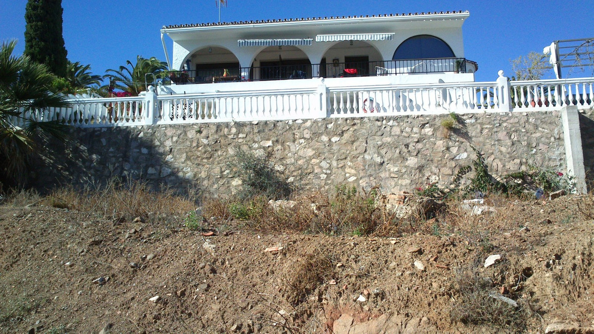 MAGNIFICENT PLOT LOCATED IN THE CENTER OF LOS PACOS, CLOSE TO SCHOOLS. This magnificent plot consist,Spain