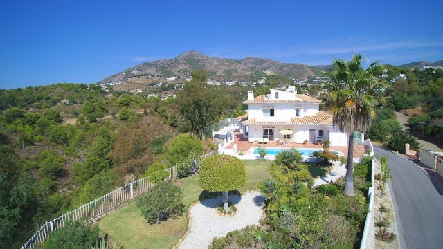 Seaview villa with 5 bedrooms private pool near Miajs Pueblo. Great location at the end of the urban, Spain