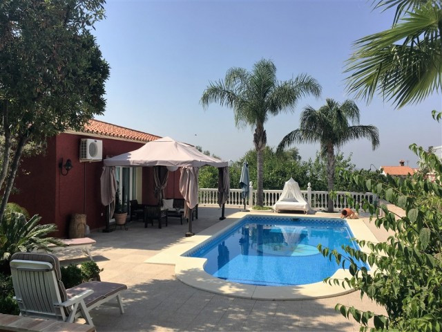 Cozy villa located in the area of Los Pinos de Alhaurin. Beautiful villa situated on a generous plot,Spain