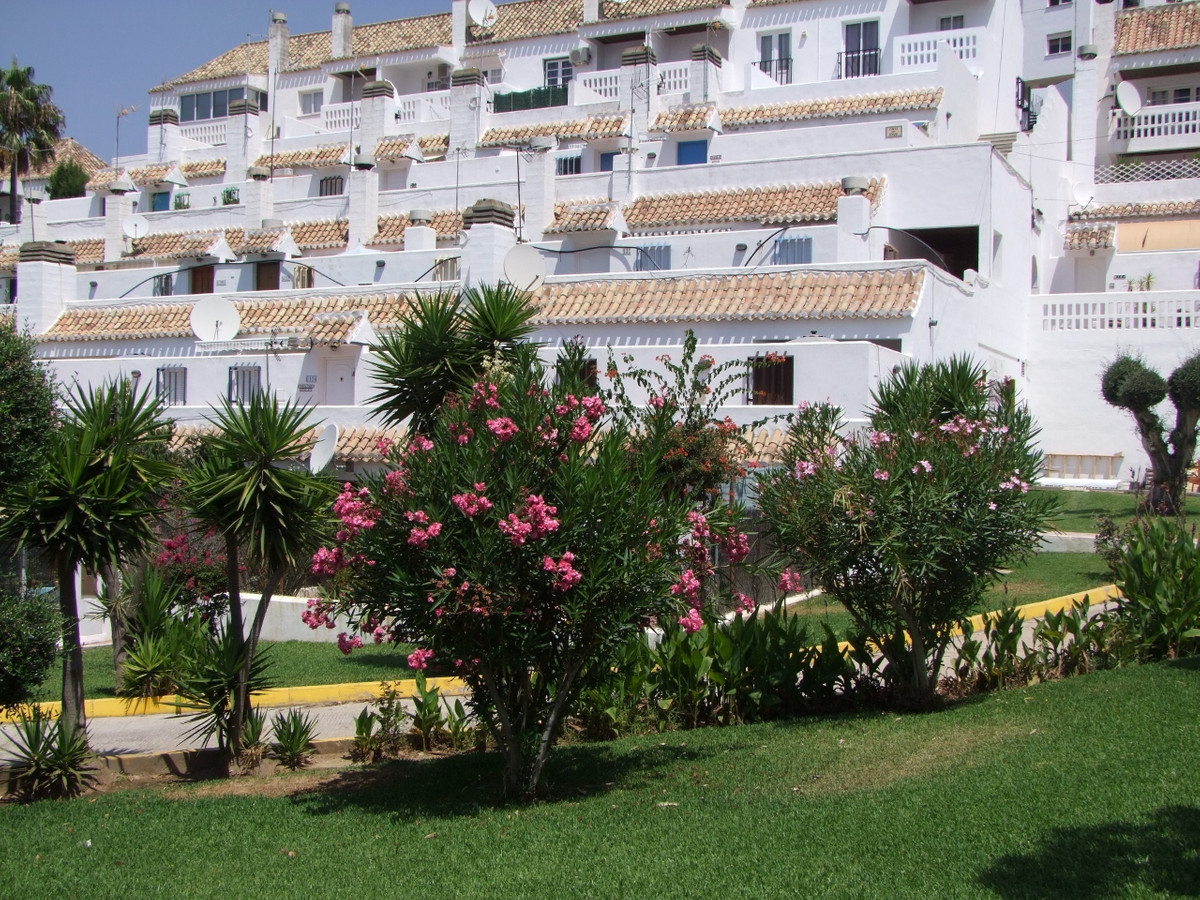 This spacious two bed apartment is situated in the beautiful Andalusian style Pueblo Mijitas Urbanis,Spain