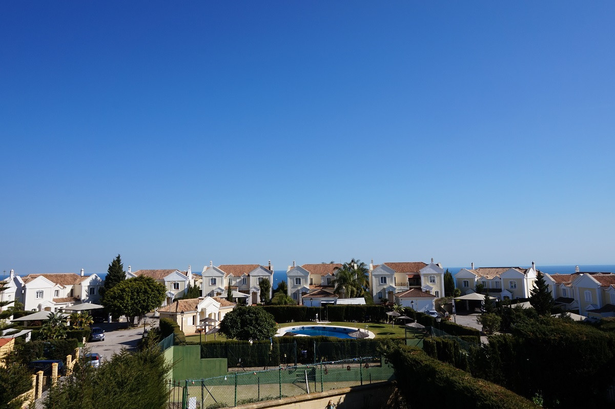 A lovely 4 bedroom semi-detached property in a quiet gated urbanisation in Alcaidesa. The kitchen is,Spain