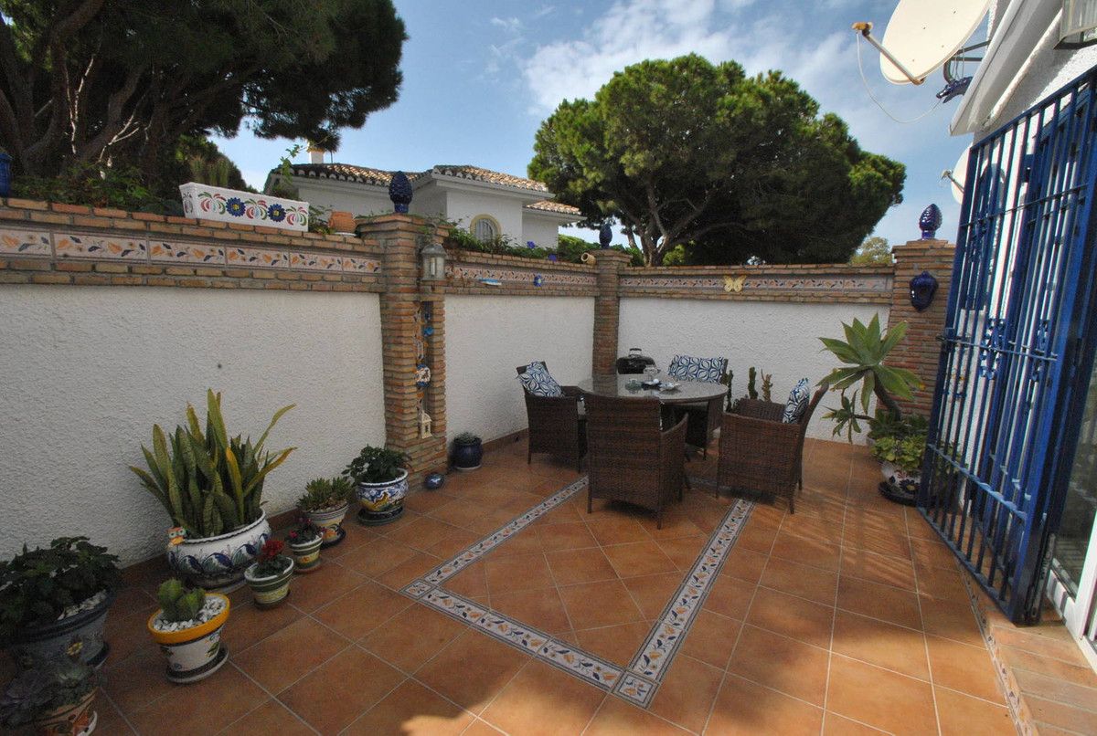 A fabulous two bedroom, two bathroom semi-detached townhouse in an unbeatable location just 400 mete, Spain