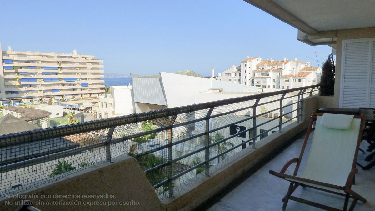 Beautiful and immaculate apartment in the heart of Puerto Banus - Marbella. Marina Banus is a luxury, Spain