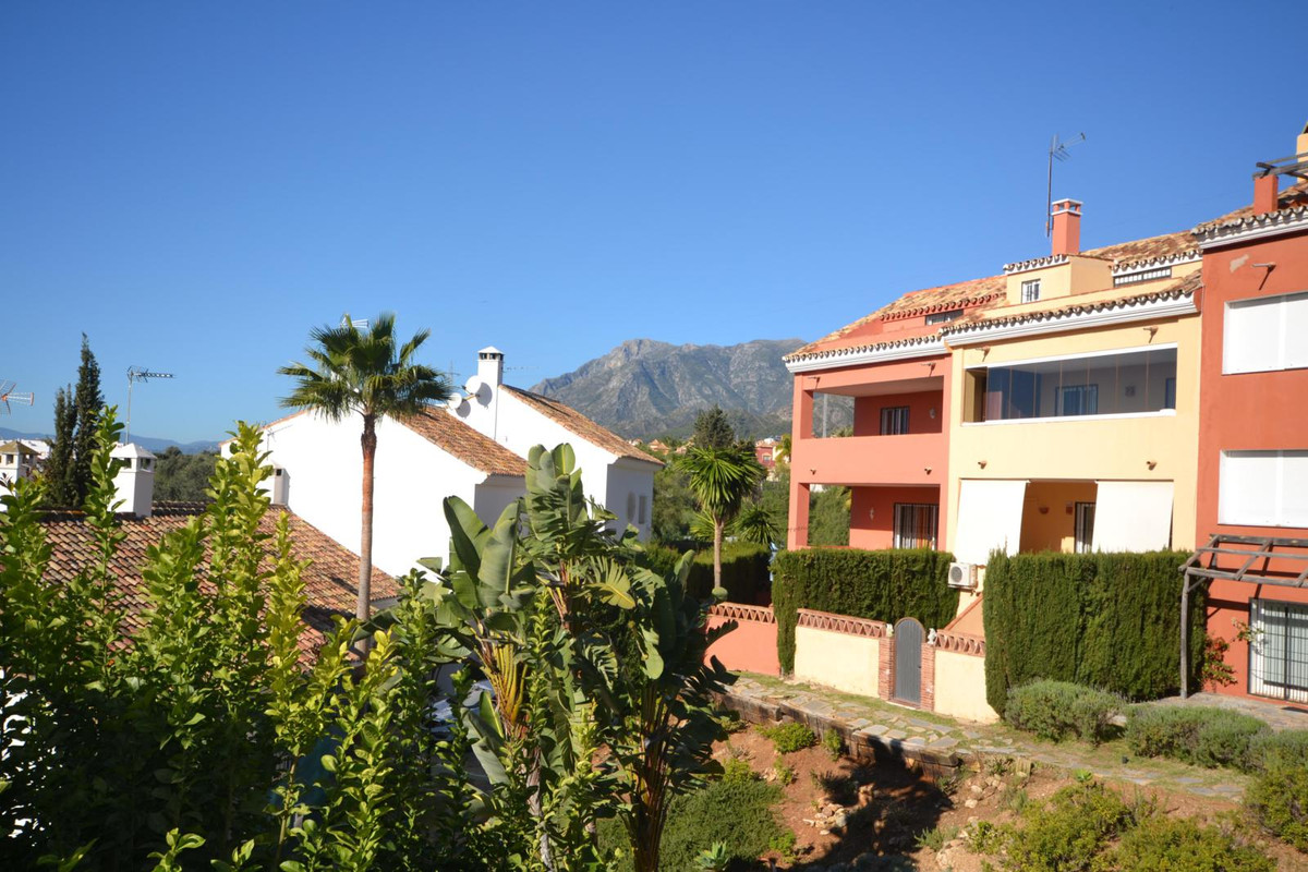 Magnificent townhouse, of excellent qualities and located in a strategic enclave between Marbella an, Spain
