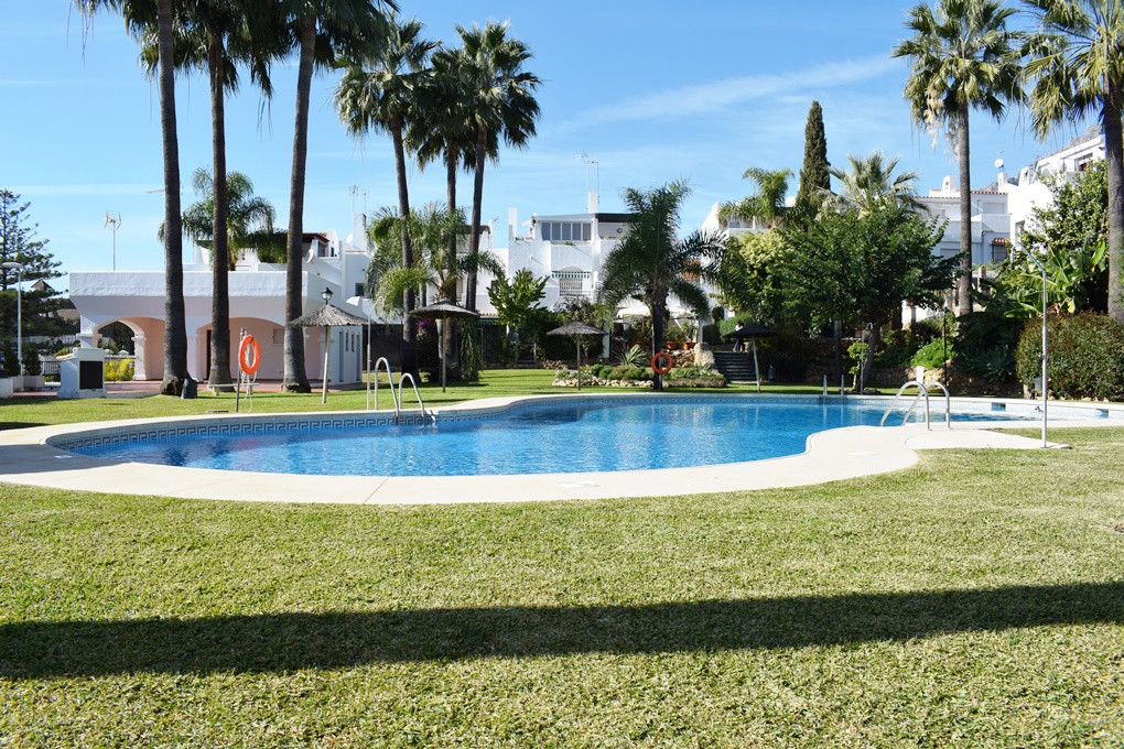 SEMI-DETACHED HOUSE WITH 4 BEDROOMS IN PRIVATE RESIDENTIAL - MARBELLA NORTH This spacious house with, Spain