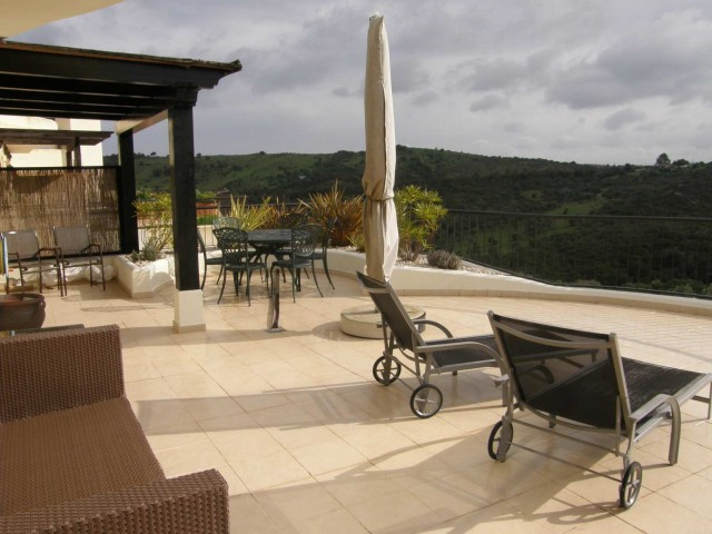 San Roque Golf: 2 bedroom 2 bathroom apartment with large living dining room and doors leading onto ,Spain