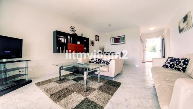 Distinguished, spacious 2 bedroom apartment, located in lower part of Miraflores. This bright and in, Spain