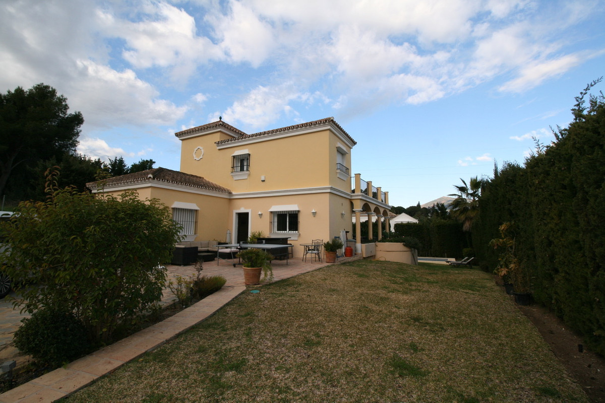 Detached Villa, Nueva Andalucia, Costa del Sol. 6 Bedrooms, 5 Bathrooms, Built 320 m², Terrace 30 m², Spain