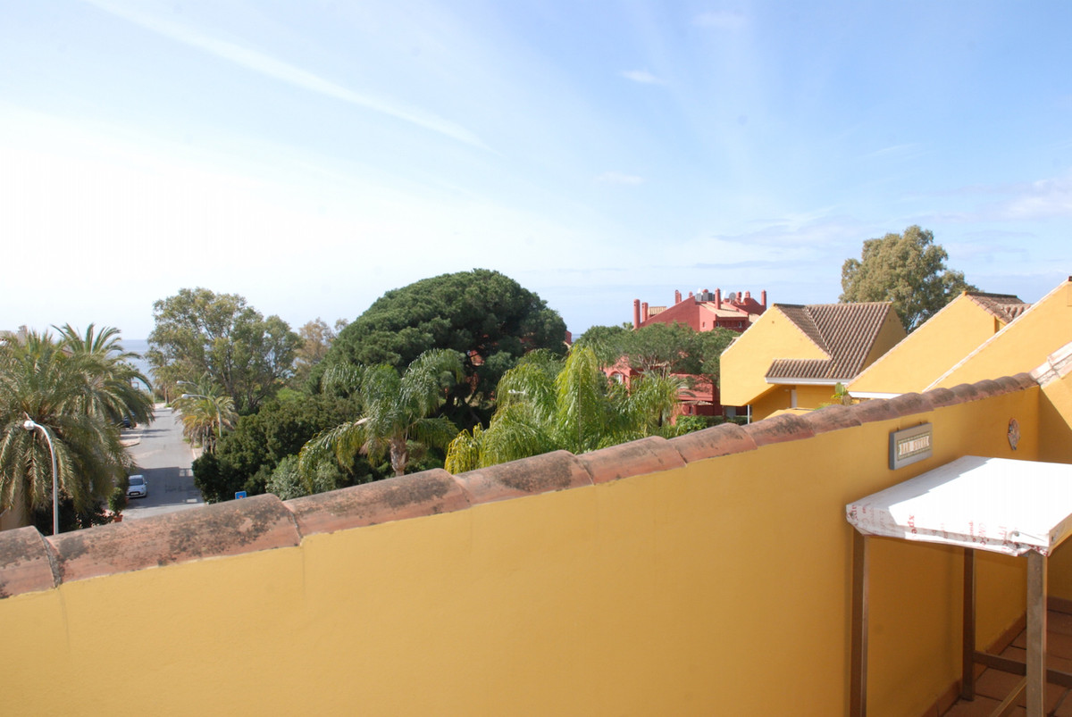 Ideal duplex penthouse in, Marbella Park Beach an enclosed area with sea views and  just1 minute wal,Spain