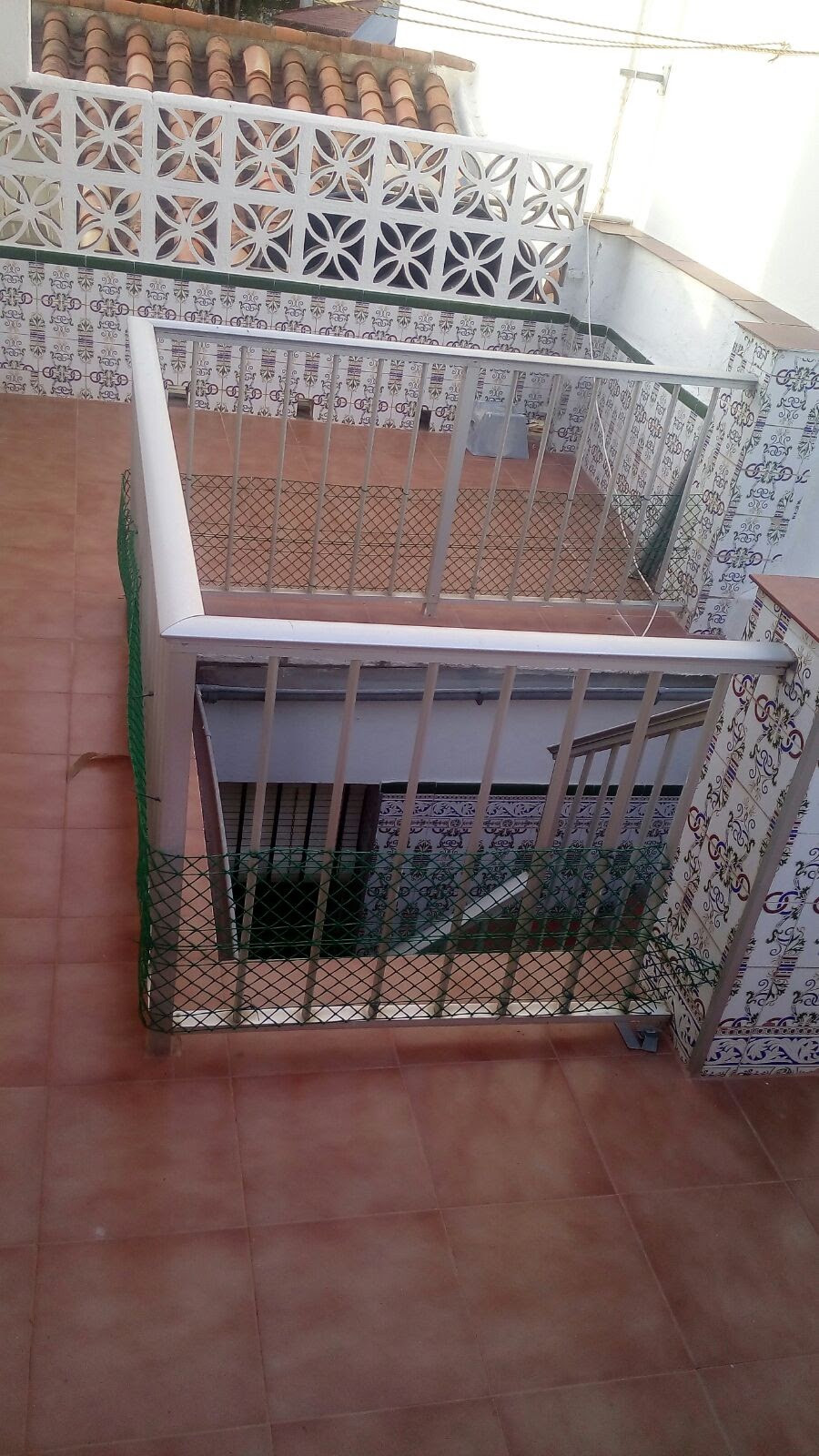 Traditional spanish house in Fuengirola with 75sqm built. Near commercial area, 5' far to the be, Spain