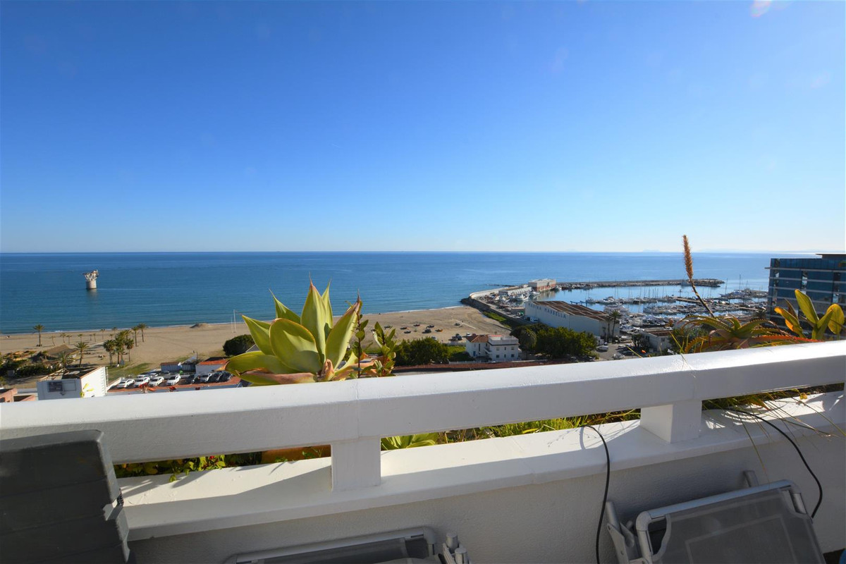 INCREDIBLE DUPLEX PENTHOUSE SOUTHFACING WITH FRONT VIEWS TO THE SEA !!!  In recently building, fanta,Spain