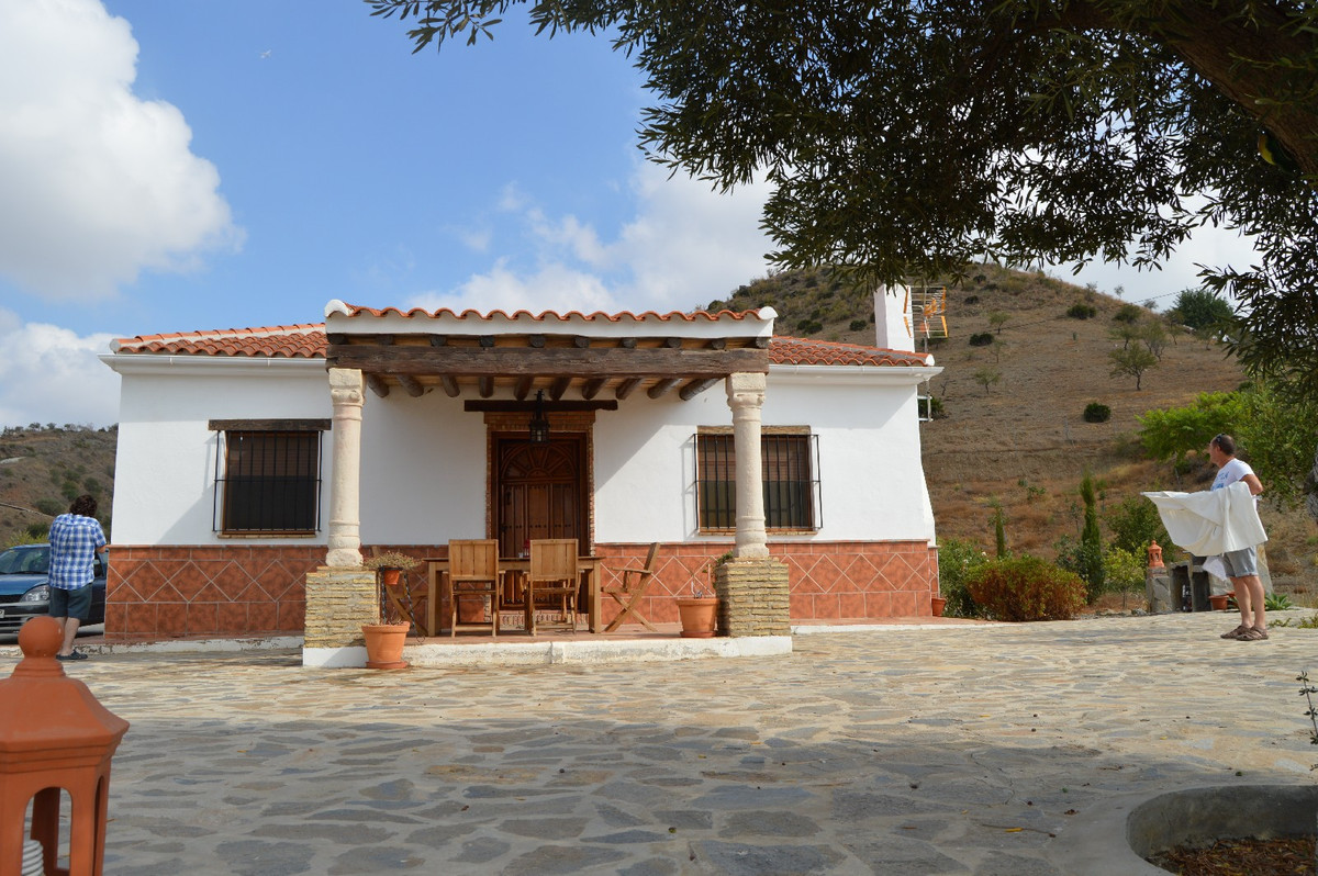Beautiful 2 bedroom villa near Cartama Estation.  This villa is situated on a plot of 15,000 m2 plan, Spain