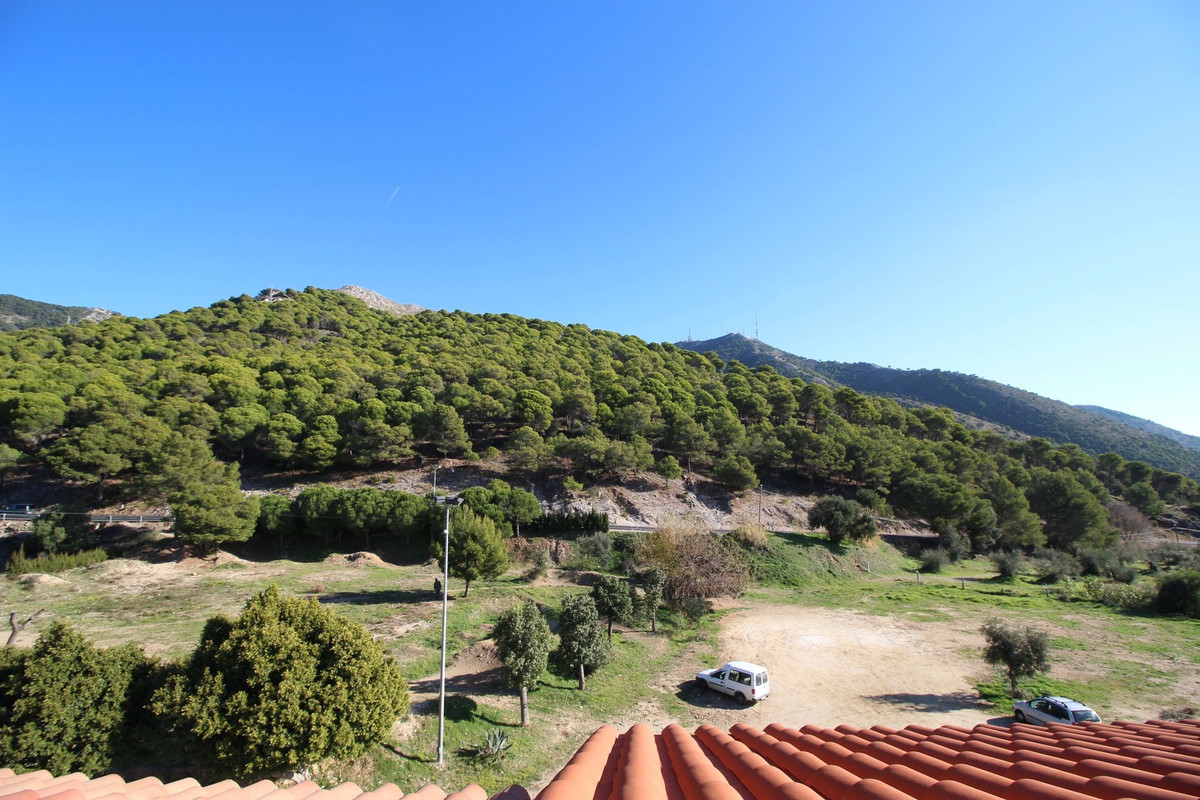 ***** OPPORTUNITY TOWNHOUSE FOR INCREDIBLE PRICE *****   The property has 225 m2 built, 40 m2 of ter,Spain