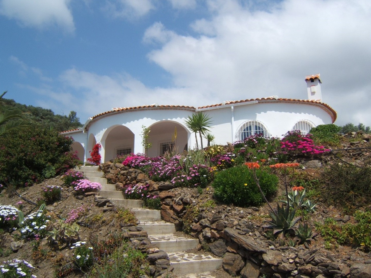 Beautiful estate with magnificent views to the sea and the mountains, it has a living room with fire,Spain