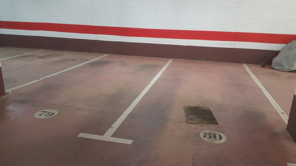 Magnificent parking space very spacious, with good maneuvering access for large cars, located in a g,Spain