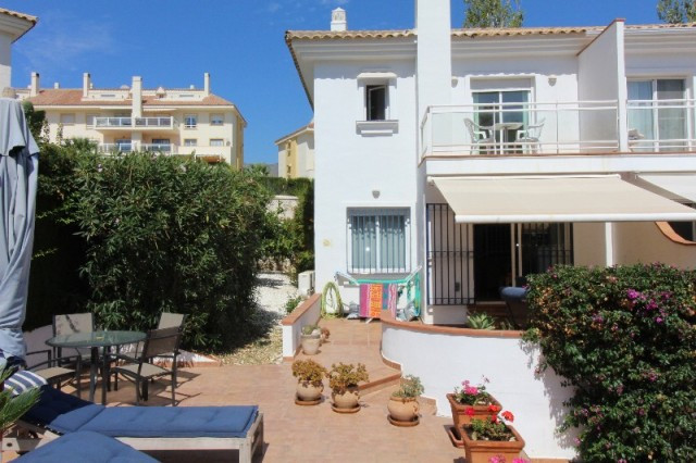 Fantastic corner townhouse in a complex with only 26 houses in total situated the quiet area of Camp,Spain