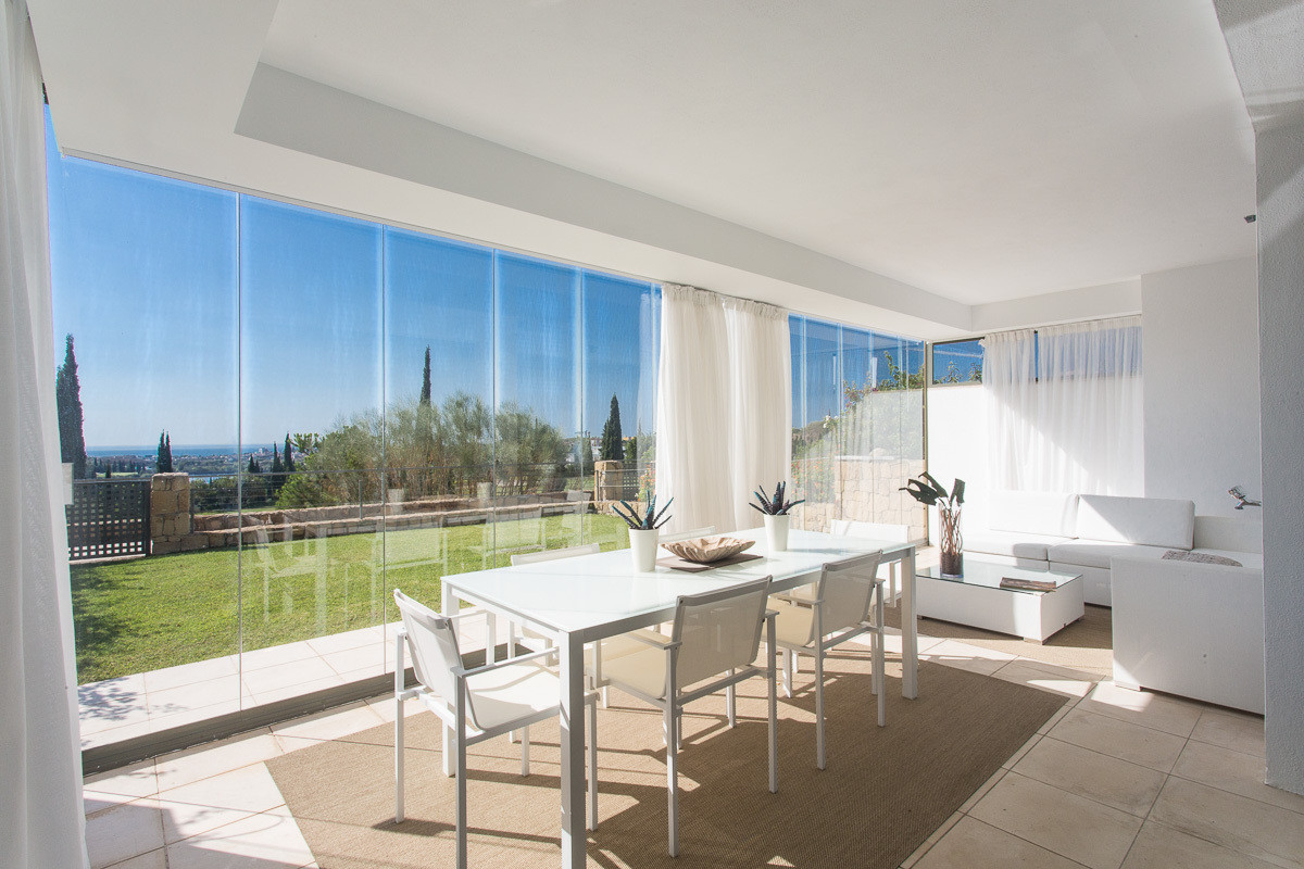 Stunning 2 bedroom ground floor apartment with private garden located in the prestigious development,Spain