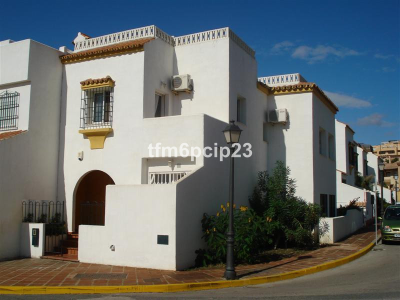 This BEAUTIFUL FAMILY SEMI DETACHED HOUSE consisting of 4 LARGE bedrooms, 2.1/2 bathroom,  is situat,Spain